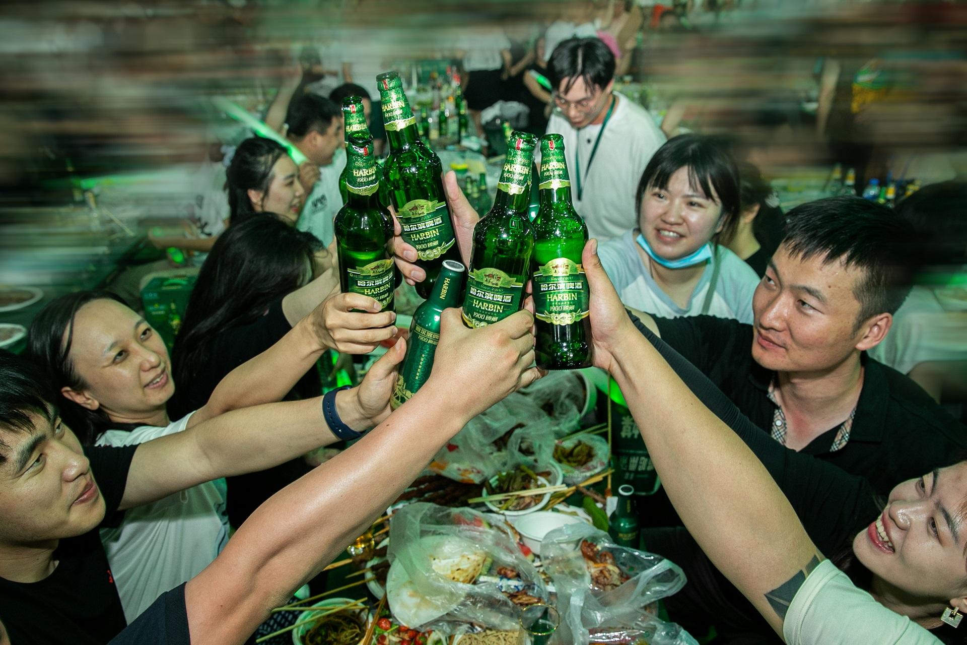 哈啤带来90臻藏升级经典高端品质,哈尔滨啤酒节唤起冰城盛夏插图